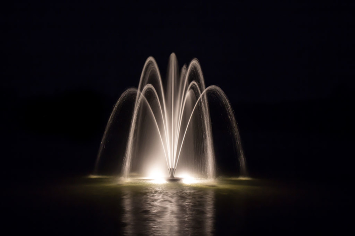 2 Horsepower Tulip Lake Fountains at night